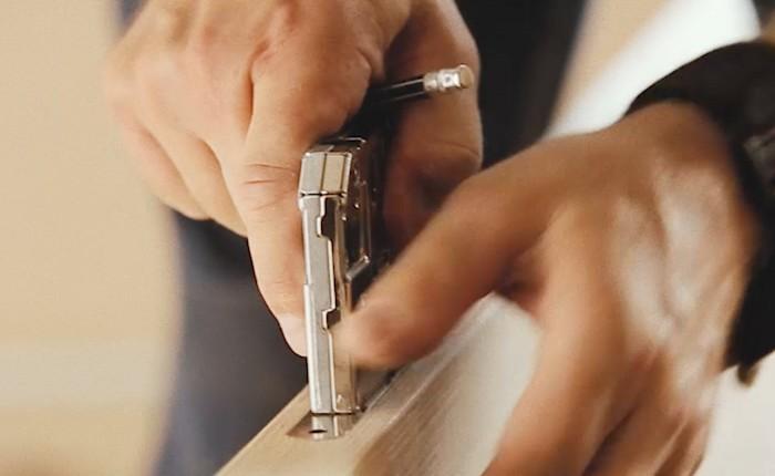 """Шаблоны и опыт позволяют сделать пазы и отверстия не просто идеально — """"как на заводе""""."""